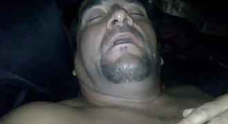 Se la mamó al amigo de mi papá mientras duerme / sleeping daddy