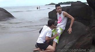 trailer meninos online a praia